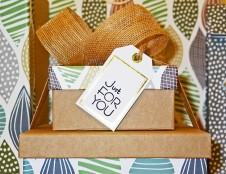 Airiai ieško dovanų dėžučių turinio gamintojų