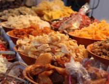 Lenkai ieško džiovintų vaisių ir riešutų
