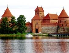 Į Lietuvos dvarų ir pilių paveldą - naujomis akimis