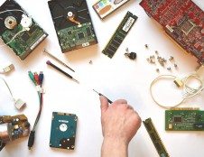 Ispanai ieško kompiuterinės įrangos gamintojų