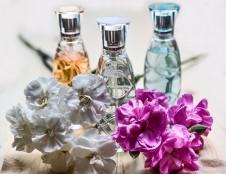 Prancūzai ieško kvepalų buteliukų gamintojų