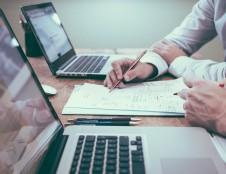 Rekordinėms verslo investicijoms aptarnauti - šiuolaikiška darbo apmokėjimo sistema