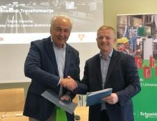 """KU ir """"Schneider Electric"""" telkia jėgas stiprinant jaunimo technologinius gebėjimus"""