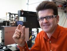 Bendras verslo ir mokslo projektas pranašauja perversmą mažų lazerių srityje