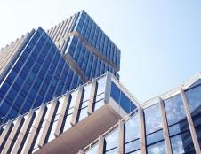 Kuo naudingi verslui vis labiau populiarėjantys energijos beveik nevartojantys pastatai?