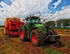 Suomiai ieško traktorių dalių tiekėjų