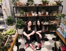 Augalų parduotuvėlėje šeimininkaujančios seserys verslą prilygina aštrių pojūčių kelionei