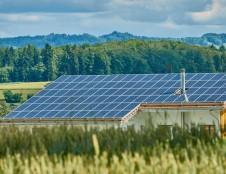 Saulės elektrinių Lietuvoje sparčiai daugėja – gyventojai toliau kviečiami teikti paraiškas gauti kompensacijas