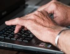 Tik pusė vyresnio amžiaus gyventojų turi gerus skaitmeninius įgūdžius