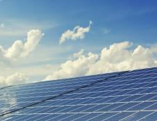 Saulės elektrinėms įsirengti ir seniems šildymo katilams pasikeisti skirta daugiau nei 15 mln. eurų
