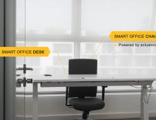Startuolis iš Vokietijos, kuris sukūrė išmaniąją biuro sistemą, ieško partnerių, norinčių ištestuoti biurui skirtus baldus