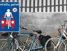 Susisiekimo ministerija siūlo miestuose įrengti dviračių gatves, efektyviau organizuoti specialaus ir viešojo transporto eismą